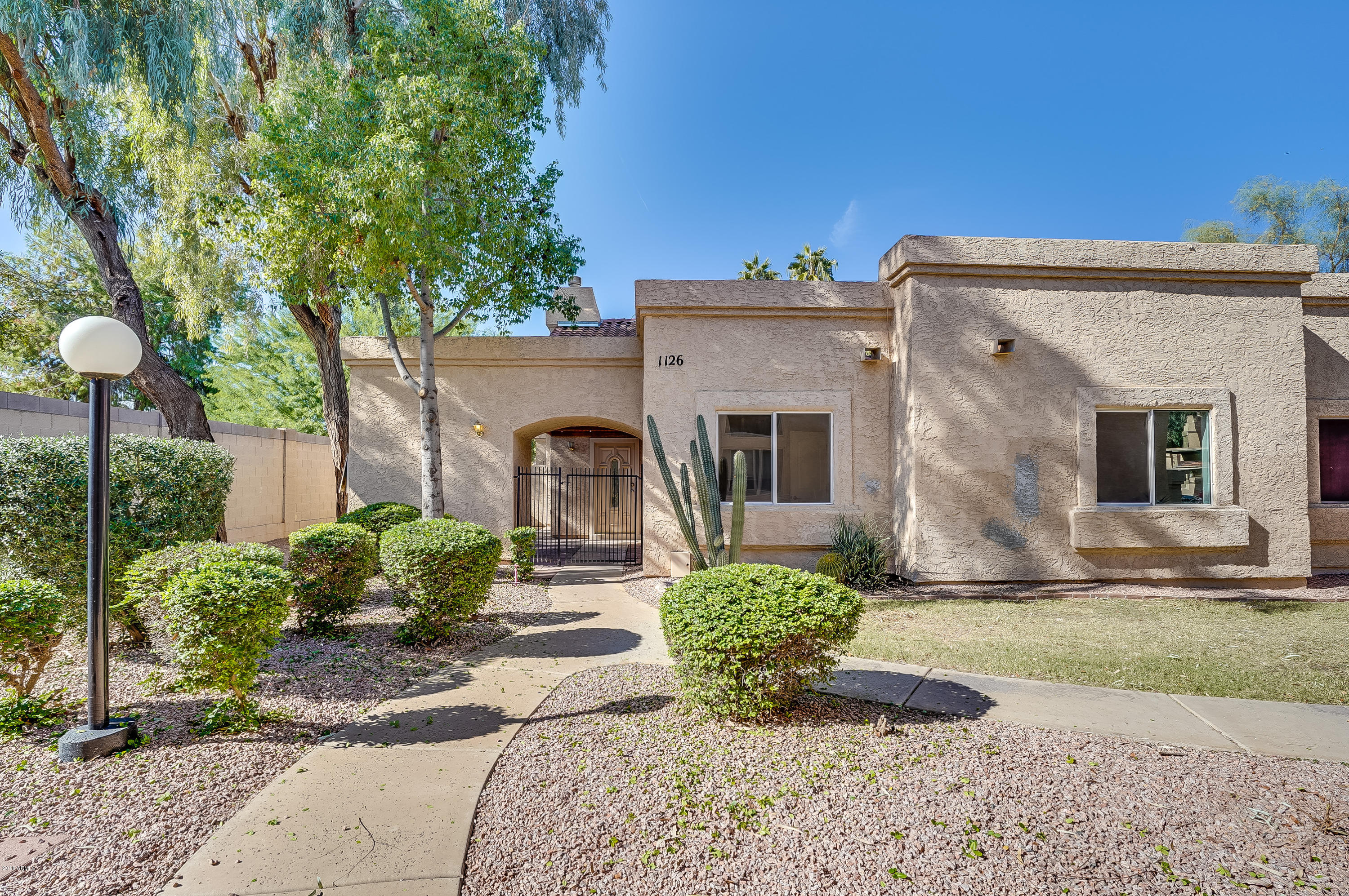 Photo of 2019 W LEMON TREE Place #1126, Chandler, AZ 85224