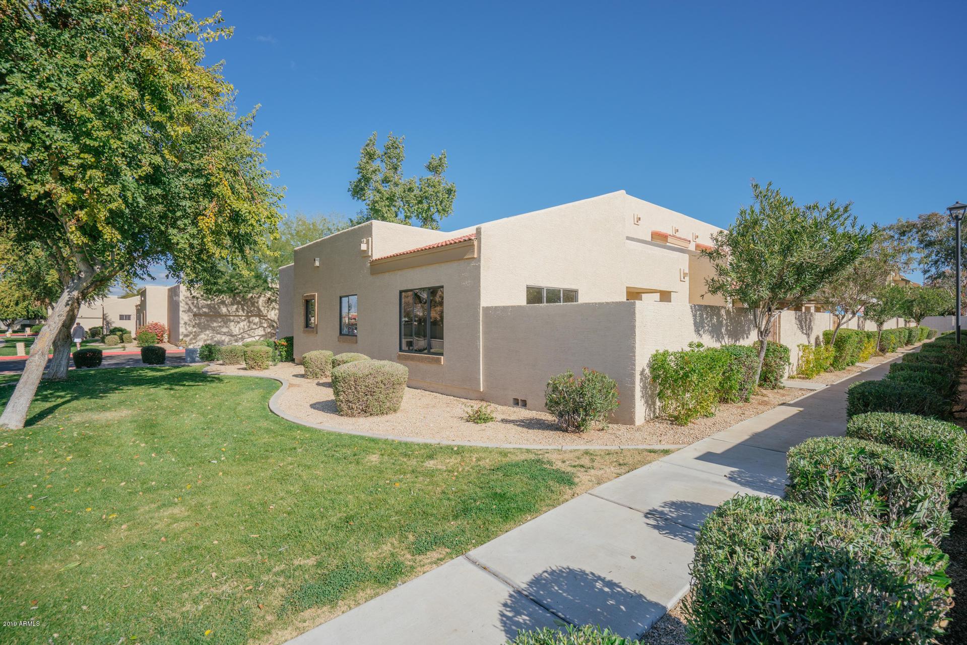 Photo of 4745 W GOLDEN Lane, Glendale, AZ 85302
