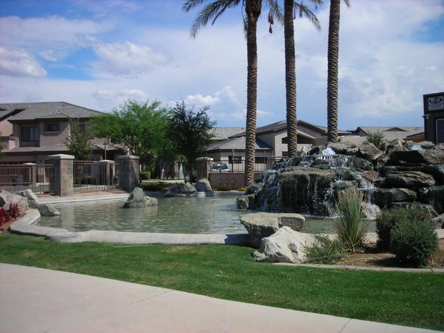 Photo of 705 W QUEEN CREEK Road #1001, Chandler, AZ 85248